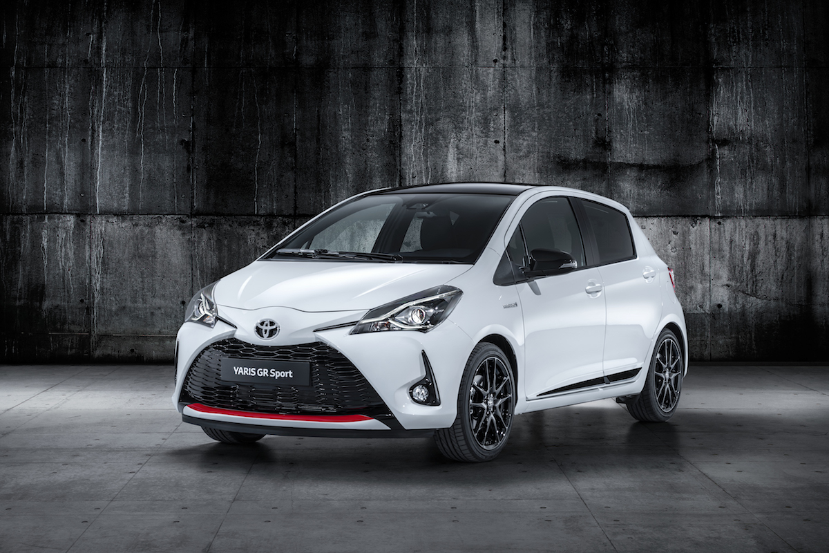 officieel toyota yaris gr sport is hybride 2018 autofans. Black Bedroom Furniture Sets. Home Design Ideas