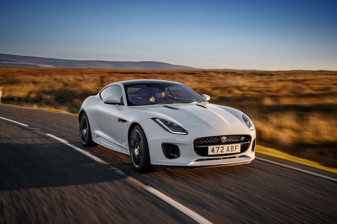 jaguar f-type Chequered-Flag