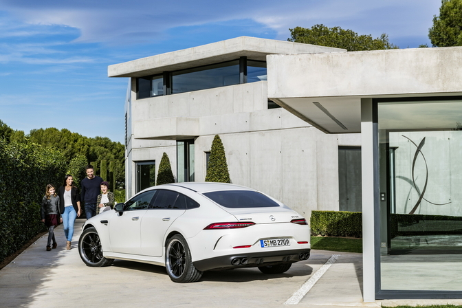 mercedes-amg-gt-4door-coupe-2018
