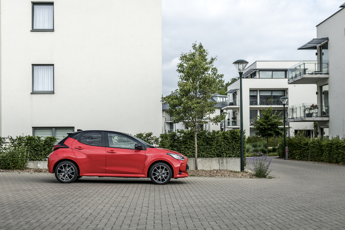 Toyota Yaris HSD 2020 review rijtest video
