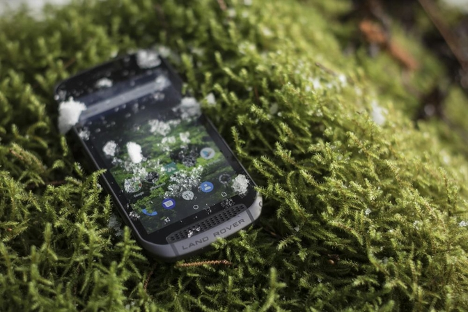 land-rover-explore-smartphone_01