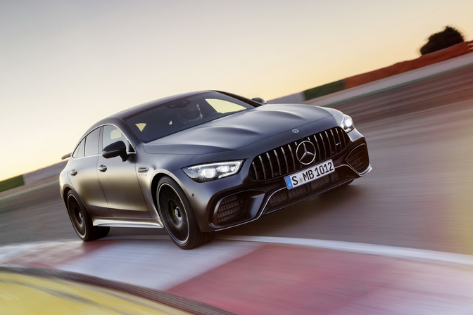 mercedes-amg-gt-4door-coupe-2018_17