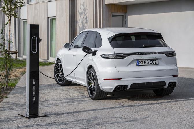porsche cayenne turbo s e-hybrid 2019