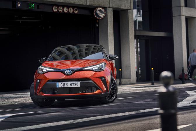Toyota C-HR 2.0 Hybrid review rijtest prijs