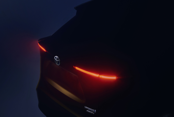 Toyota Yaris crossover teaser 2020