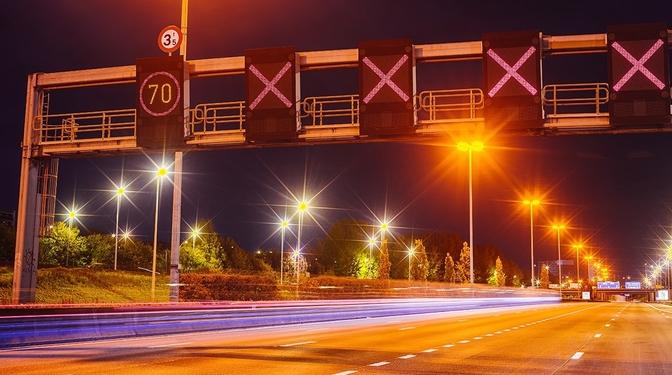 Rood kruis rijstrook matrix signalisatie snelweg autostrade spitsstrook
