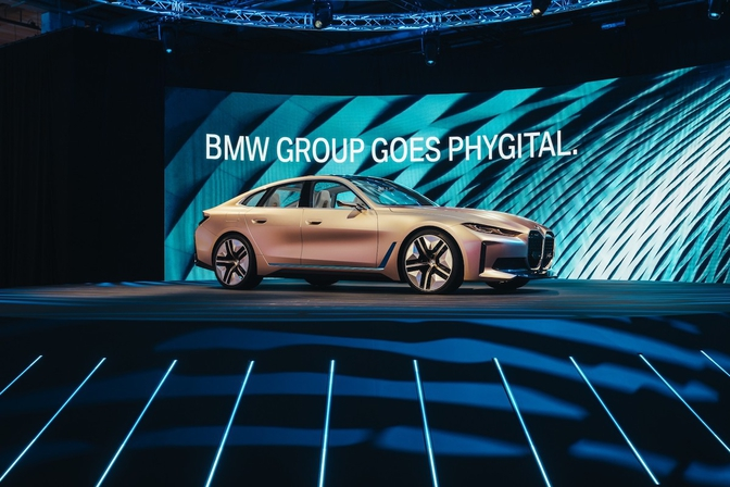 BMW Group goes Phygital 2.0 (2022)