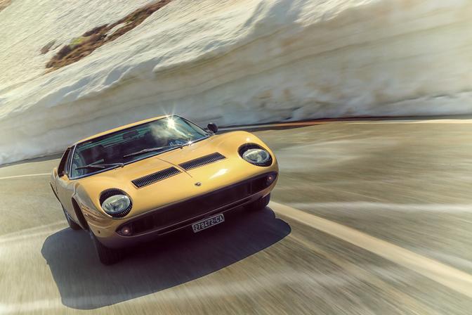 Lamborghini-Miura-wallpaper