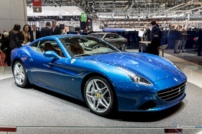 Live in Genève 2014: Ferrari California T is blauw