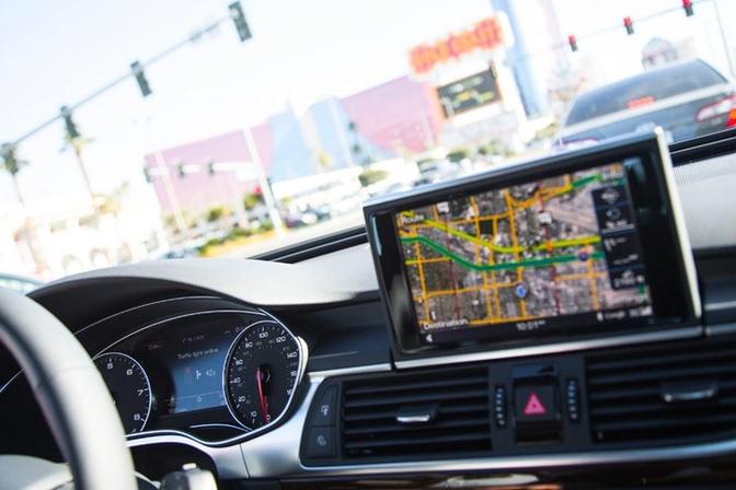 audi-ces-traffic-light-tech-0003
