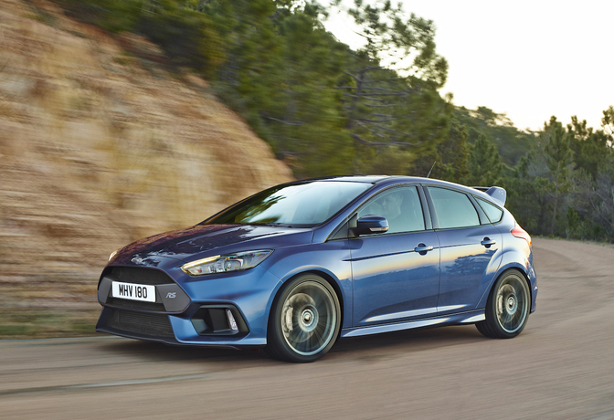 ford-focus-rs-2015_02