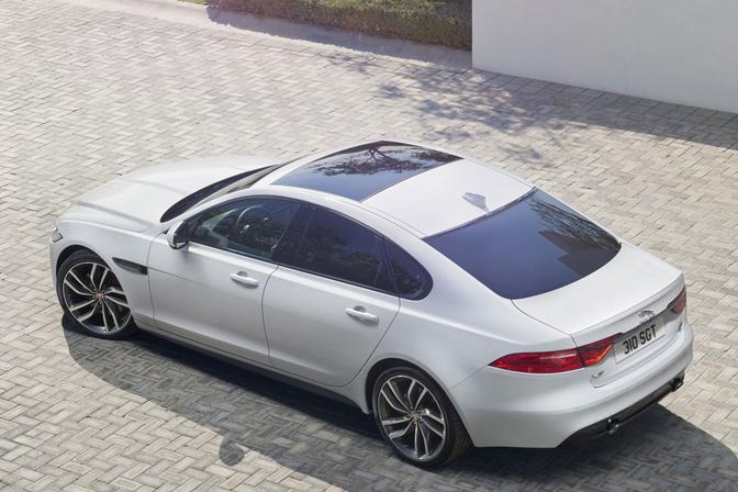 jaguar-xf-2015_08