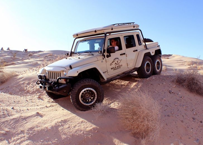 wild-boar-jeep-wrangler-6x6-has-guns-and-a-matching-trailer-video_3
