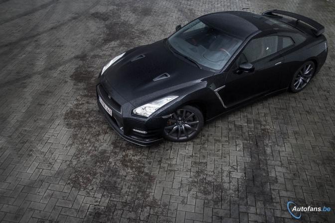 Rijtest-Nissan-GT-R-Black-Edition
