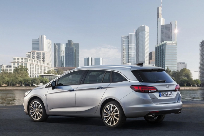 opel-astra-sports-tourer-2015_10
