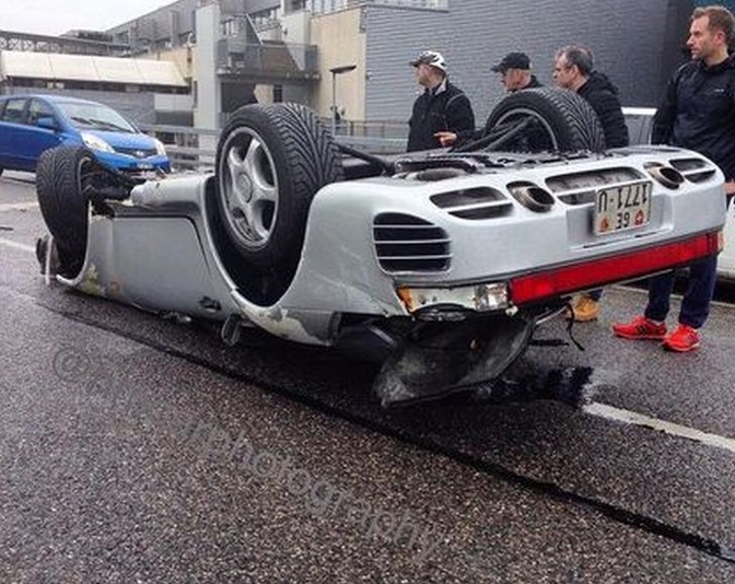 porsche-959-flips-over-in-extreme-geneva-crash-93559-7