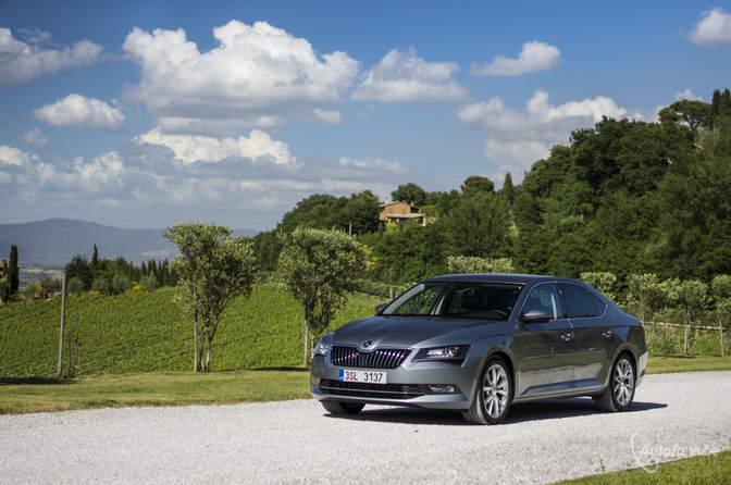 skoda-superb-2015-review-test_10_van_19