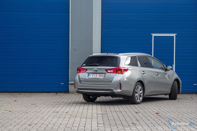 Toyota-Auris-Hybride-Touring-Sports-HSD-TS