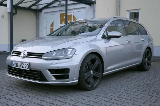 Volkswagen Golf Variant R Spyshots