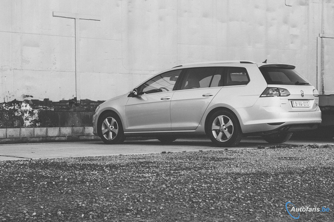 Volkswagen-Golf-Variant-2.0-TDI-MK7