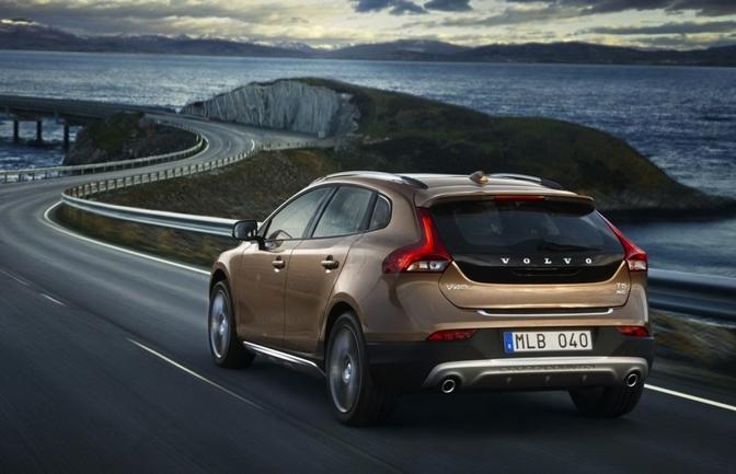 Volvo plakt prijs op V40 Cross Country en R-Design: vanaf 24.690 euro