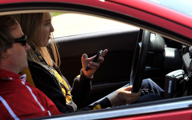 texting-while-driving-2