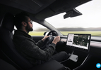 Tesla Model 3 rijdend interieur