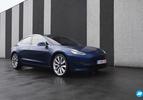 Tesla Model 3 blauw voorkant