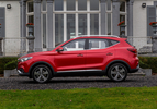 MG ZS EV Luxury rood (2020) zijkant