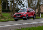MG ZS EV Luxury rood (2020) rijden