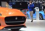 Live in Genève 2016: Jaguar F-Type SVR