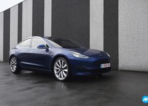 Tesla Model 3 blauw rijtest 2019