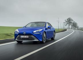 Toyota Mirai rijtest 2021