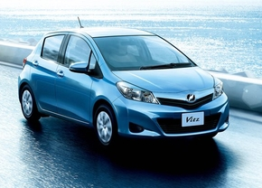 Toyota-Yaris-2011-3