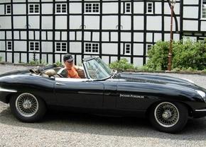 Jaguar-E-Type S2-schw