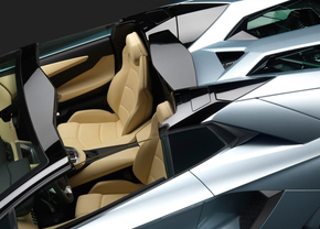 Zo haal je het dak van je Aventador LP700-4 Roadster