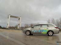 toyota auris hybrid tourer cng test autofans 2018