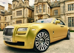 gold_rolls_royce_ghost_1