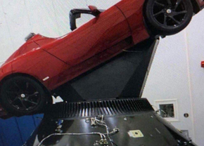tesla-roadster-in-to-space-thumb
