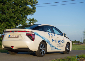 toyota-mirai-hydrogen-2017-rijtest-autofans-3