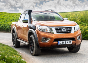 nissan-navara-at32-2018_01