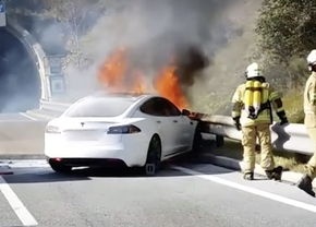 2018_tesla_on_fire