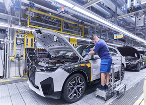 BMW iX production (2021)