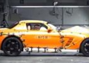 Mercedes-Benz SLS AMG crash test