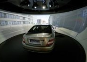 Mercedes stelt nieuwe rij-simulator voor
