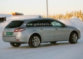 Gespot: Peugeot 508 Outdoor in de sneeuw