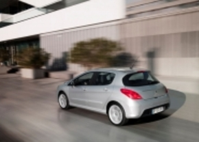 Loopje in de regen: Peugeot 308 reclamespot