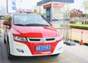 BYD viert 1 jaar elektrische taxi's
