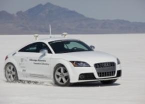 DOT onderzoekt hoe mensen reageren wanneer de auto de controle overneemt