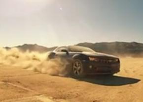 Eat my dust: Camaro drift in de woestijn